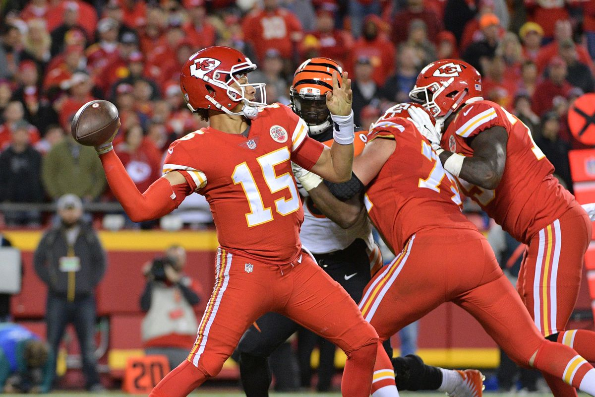 Patrick Mahomes continues to surprise Chiefs fans week after week ... f2ac71b65