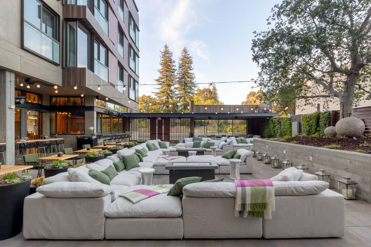 O V Courtyard Park James Hotel
