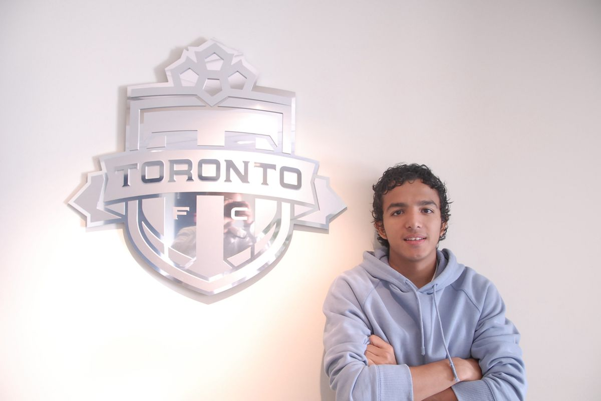 Oscar Cordon chillin' after practice in BMO's second floor lounge. If you look closely, you'll notice yours truly in the reflection of the shiny TFC crest. Yes, that's correct. I photobombed my own photo.