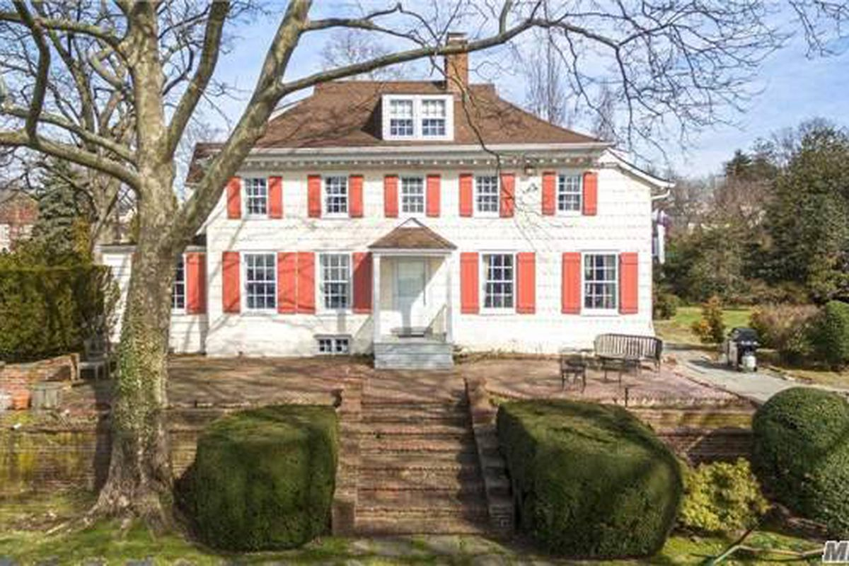 18th century dutch colonial house is a portal to nyc s for Colonial home builders