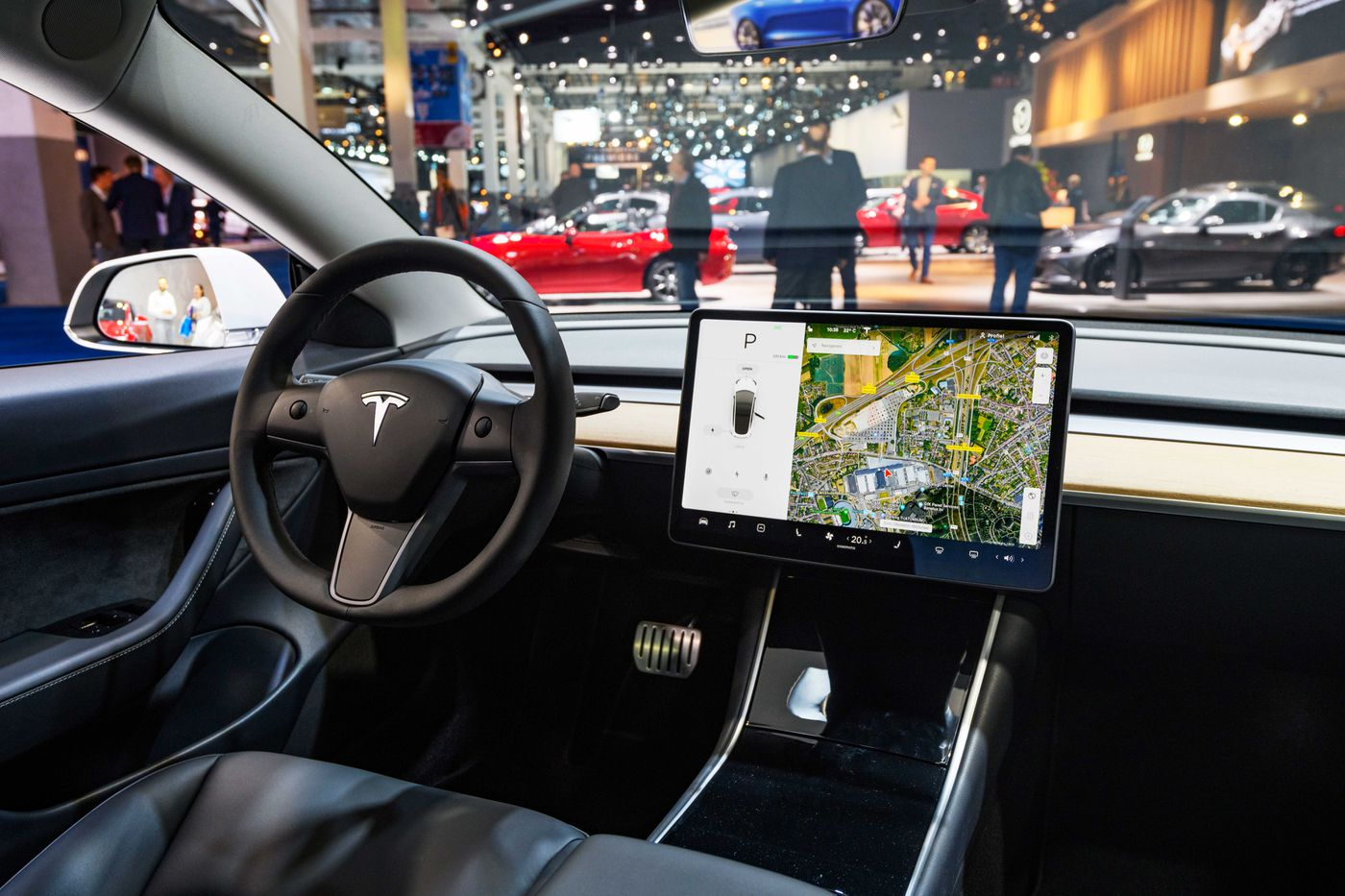 Self-driving cars from Tesla, Google, and others are still not here - Vox