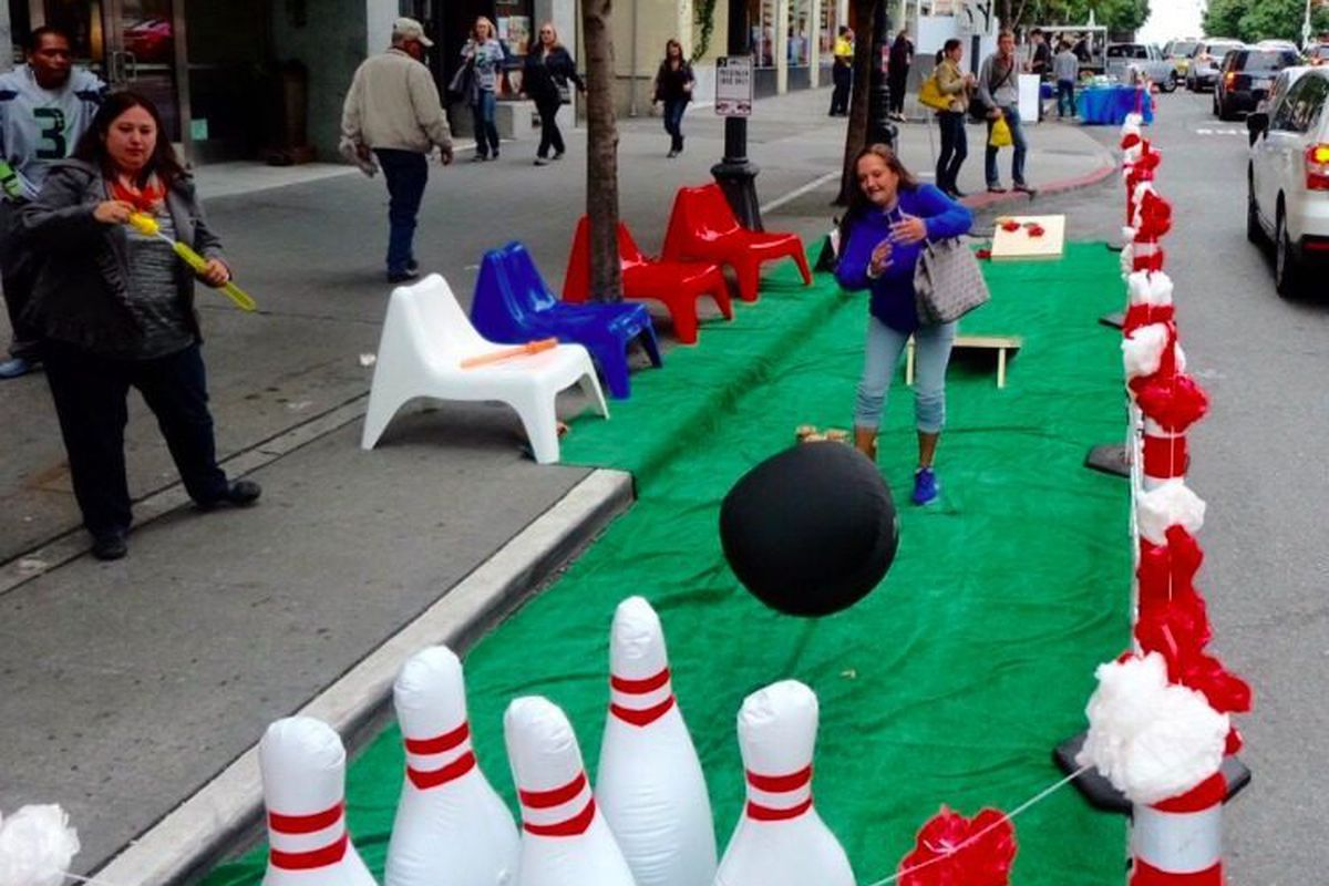 """""""Bowling alley"""" in front of 219 Pine, <a href=""""https://twitter.com/downtownseattle/status/644932773707300864"""">via</a>"""