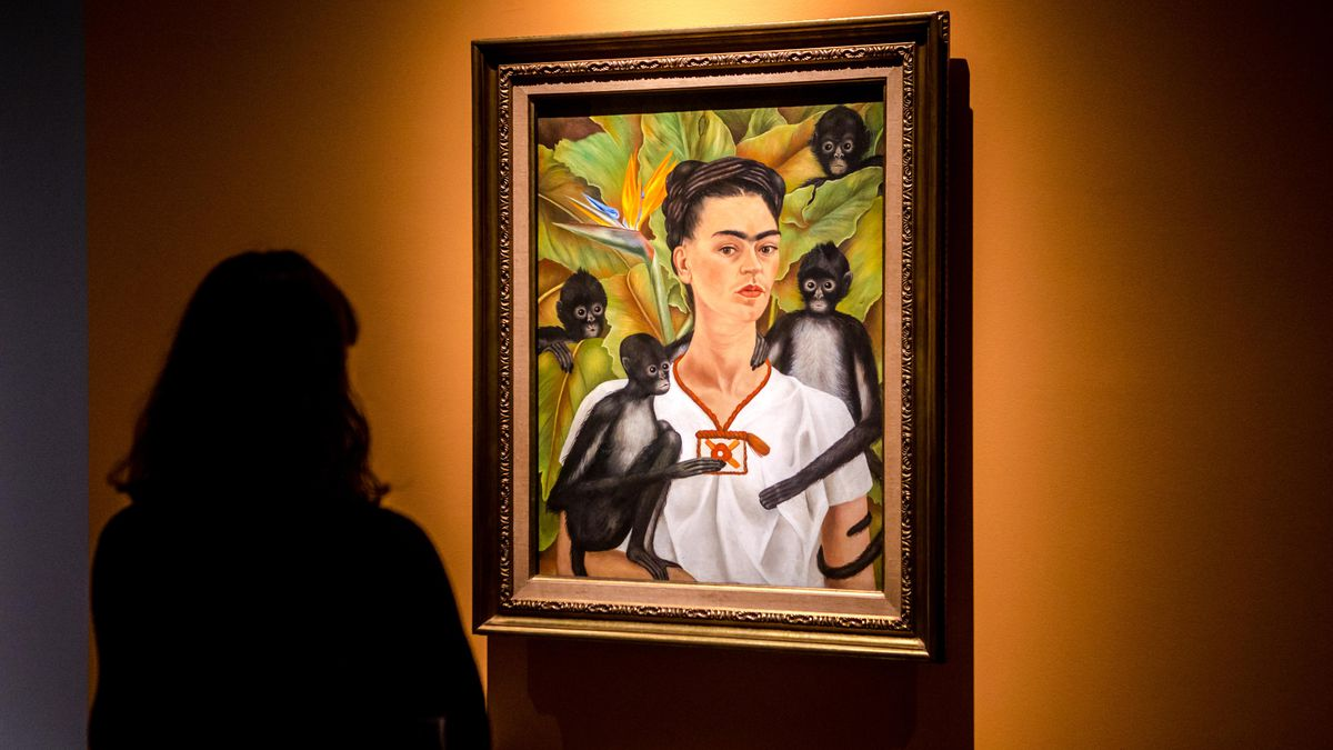 Frida Kahlo T-Shirts and Brow Trends Misunderstand the Woman - Racked 67ec71fb2a209