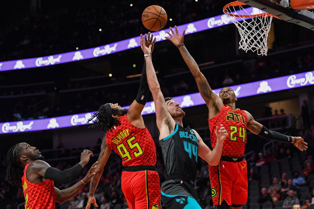 Hawks halt 10-game skid with dramatic late win over Hornets 4f811d8f2