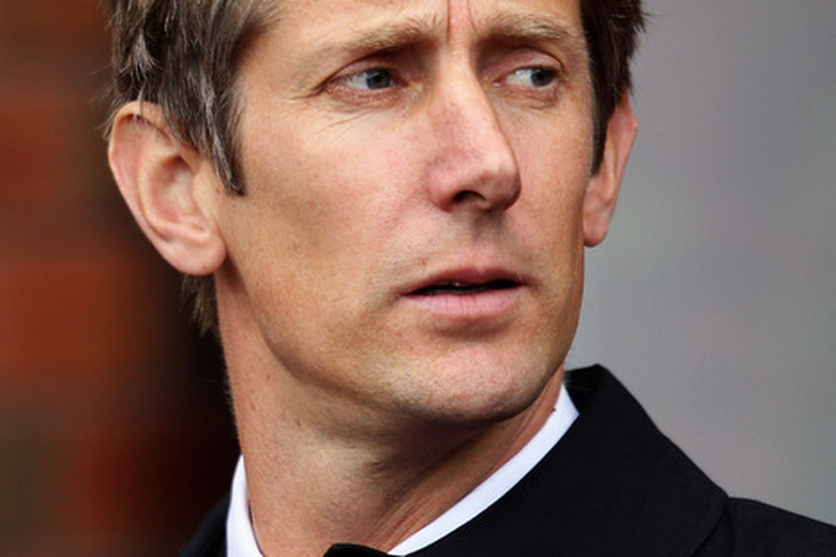 Edwin van der Sar will make his final appearance at Old Trafford today