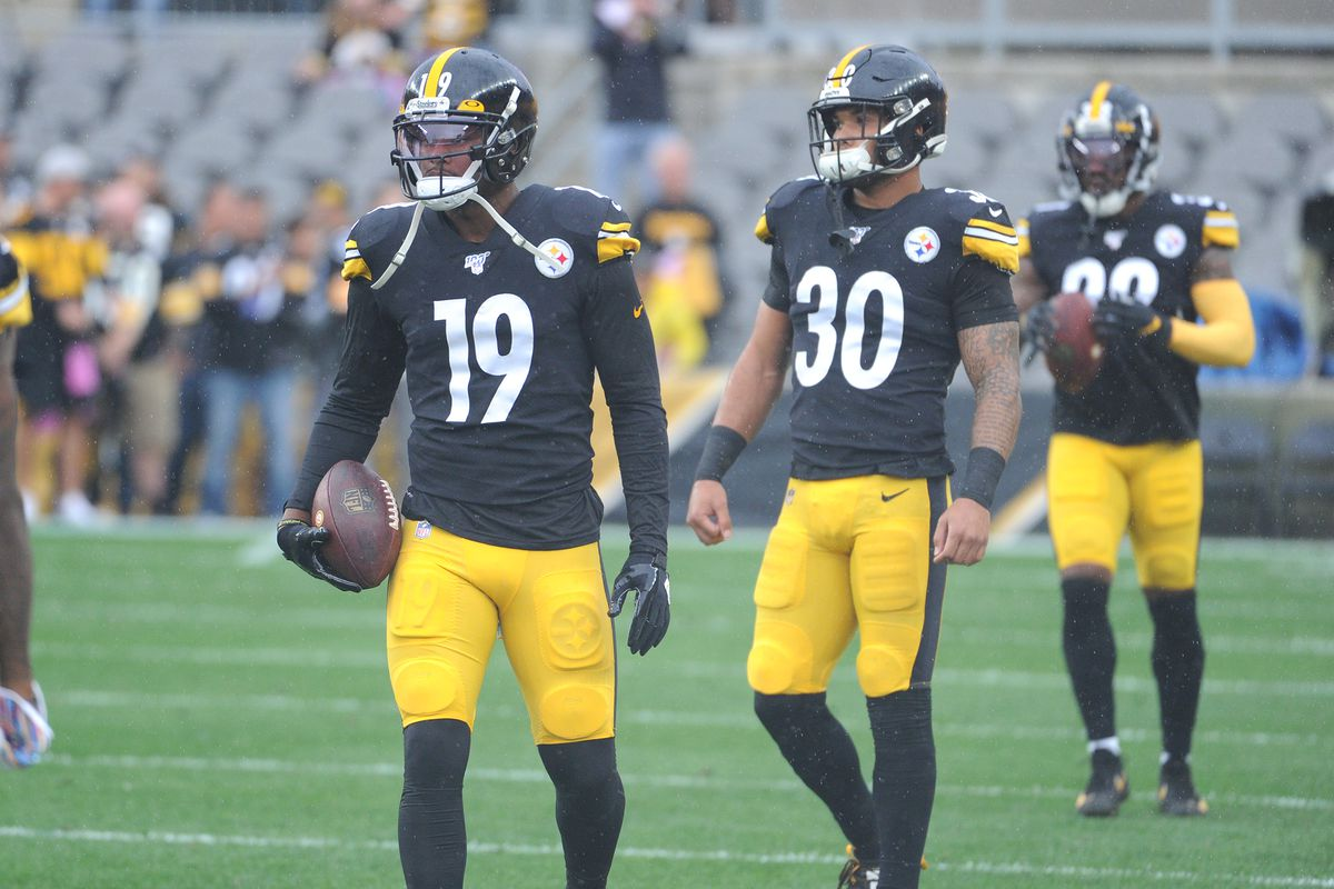Pittsburgh Steelers wide receiver JuJu Smith-Schuster and running back James Conner warm up before a game against the Baltimore Ravens at Heinz Field.