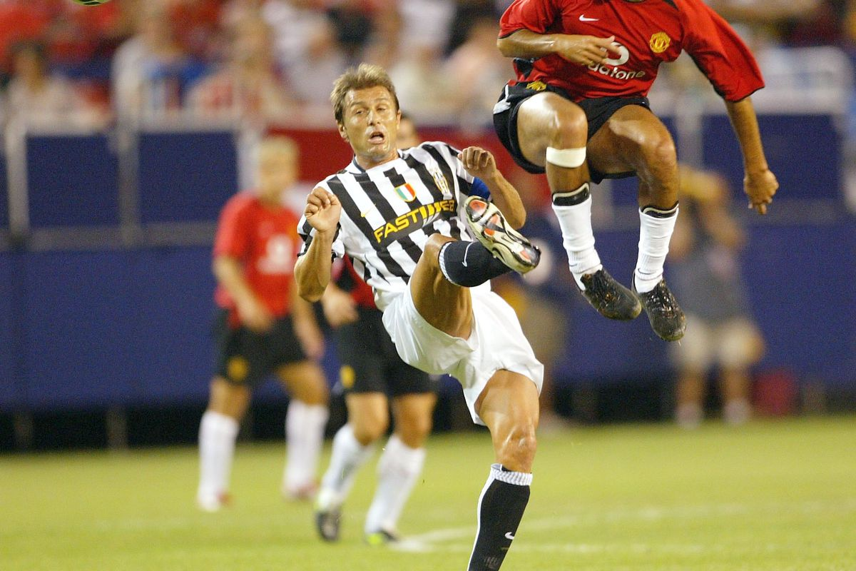 Conte reminds Sebastian Veron he was a bigger flop w/ a capital F than Benteke. Perhaps the OG of flops.