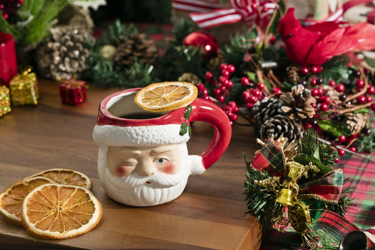 Pop-Up Christmas Bar, Miracle, Spreads Holiday Cheer in Seattle ...