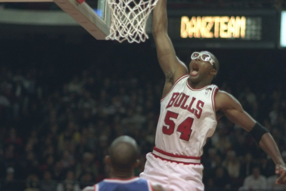 Horace Grant kept wearing goggles after eye surgery to make kids
