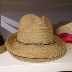 Max hat with mixed chains, $135