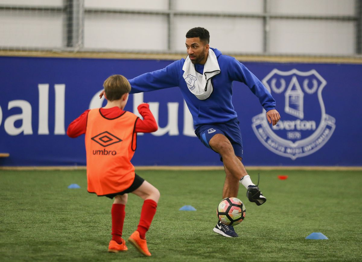 Everton Players Join Coaching Session With a Junior Team