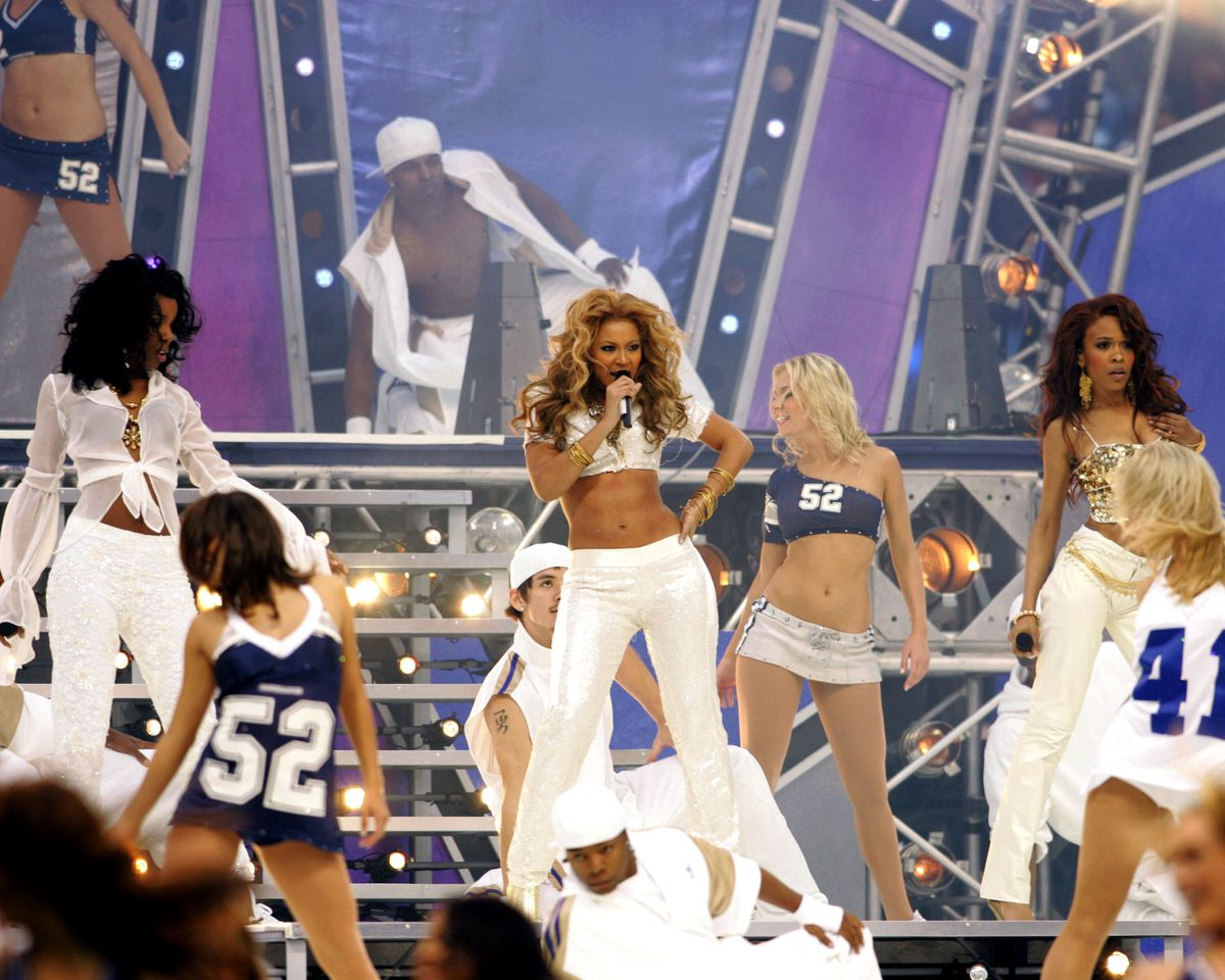 Destiny's Child Performs During Halftime - Chicago Bears vs Dallas Cowboys - November 25, 2004