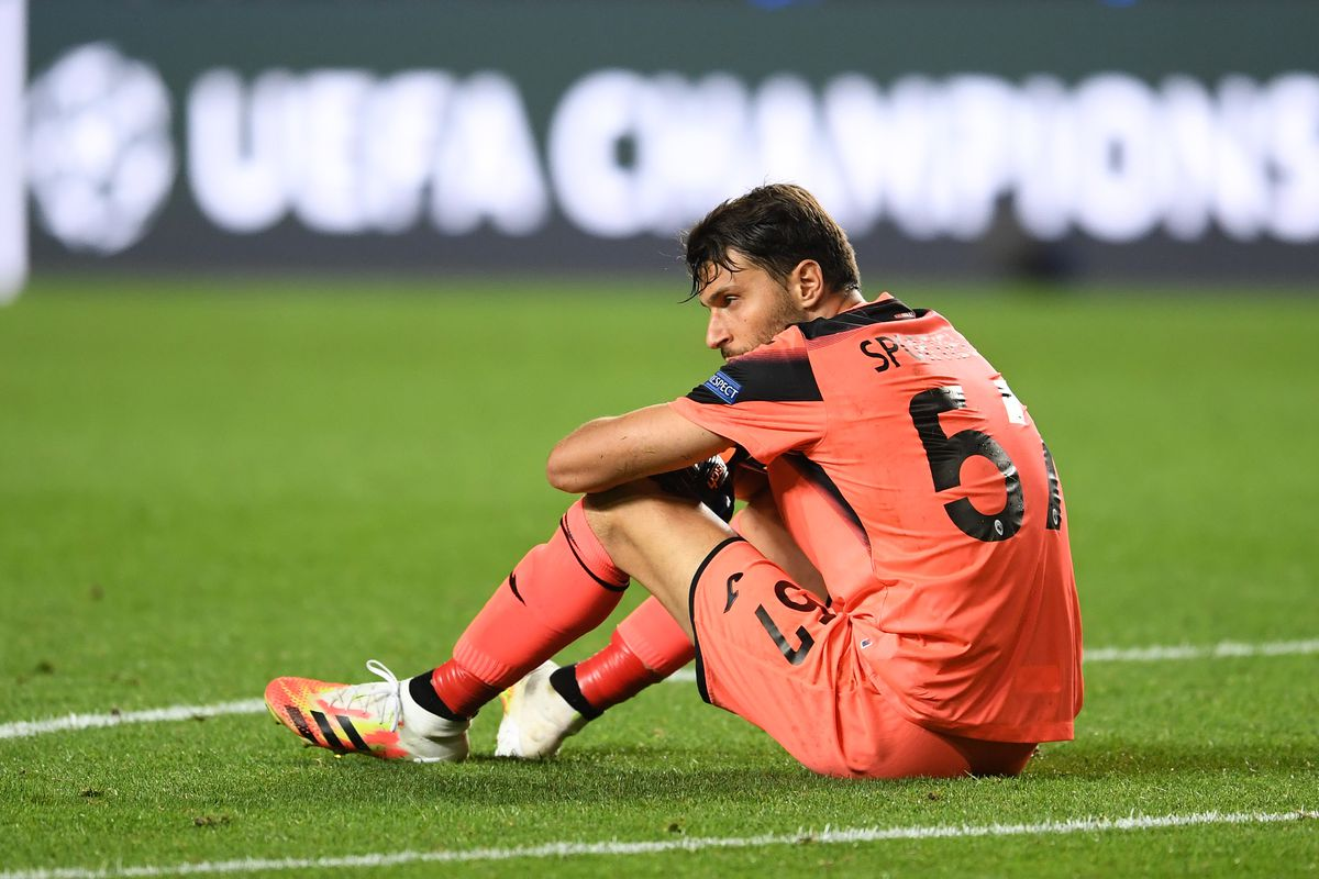 Marco Sportiello of Atalanta reacts to defeat after the UEFA Champions League Quarter Final match between Atalanta and Paris Saint-Germain at Estadio do Sport Lisboa e Benfica on August 12, 2020 in Lisbon, Portugal.