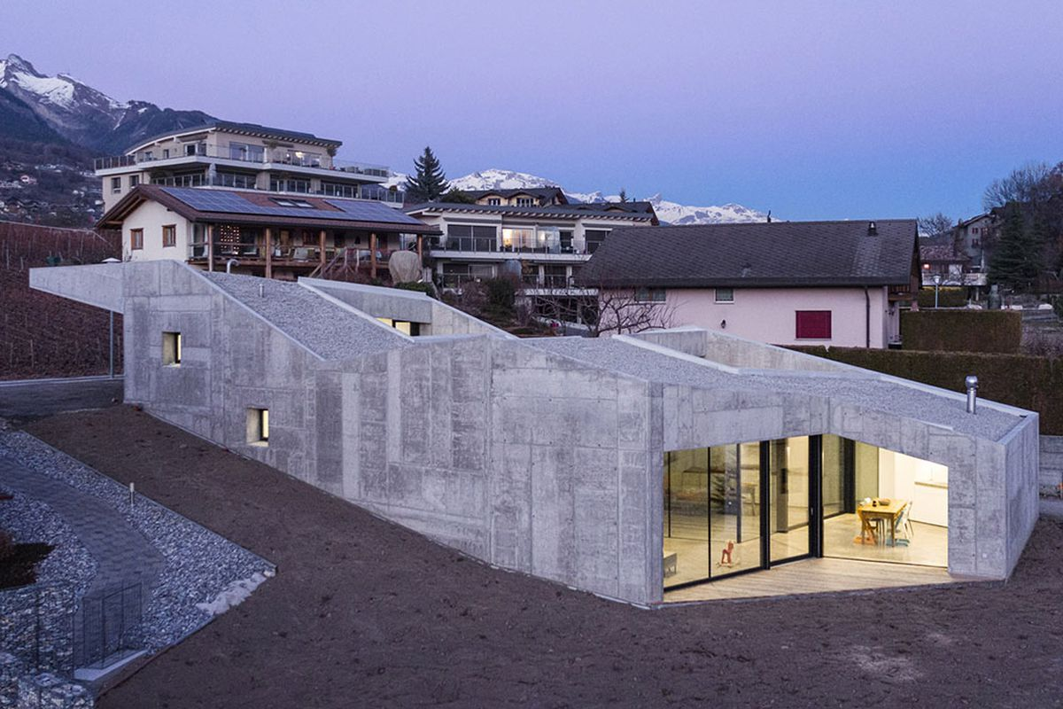 Concrete home climbs up small sloping site in switzerland for Concrete form homes