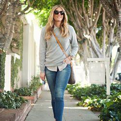 "Devon of <a href=""http://www.devonrachel.com""target=""_blank""> Devon Rachel</a> is wearing an Everlane <a href=""https://www.everlane.com/collections/womens-all/products/womens-cashmere-grey?clickId=876475140&utm_medium=aff&utm_source=rewardstyle""target=""_"