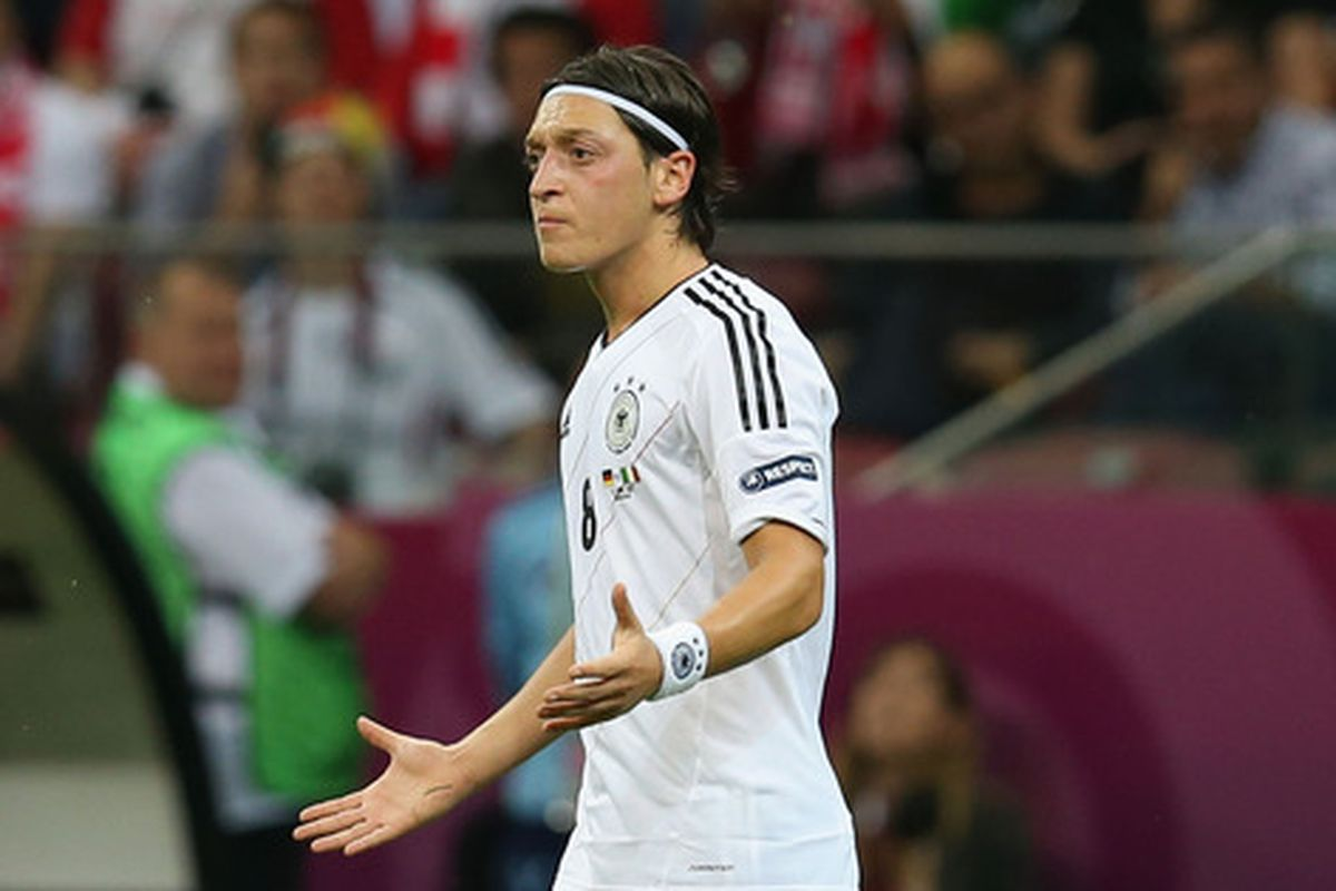 new concept d9e57 24c4f Photos: Mesut Özil in an Arsenal kit - The Short Fuse