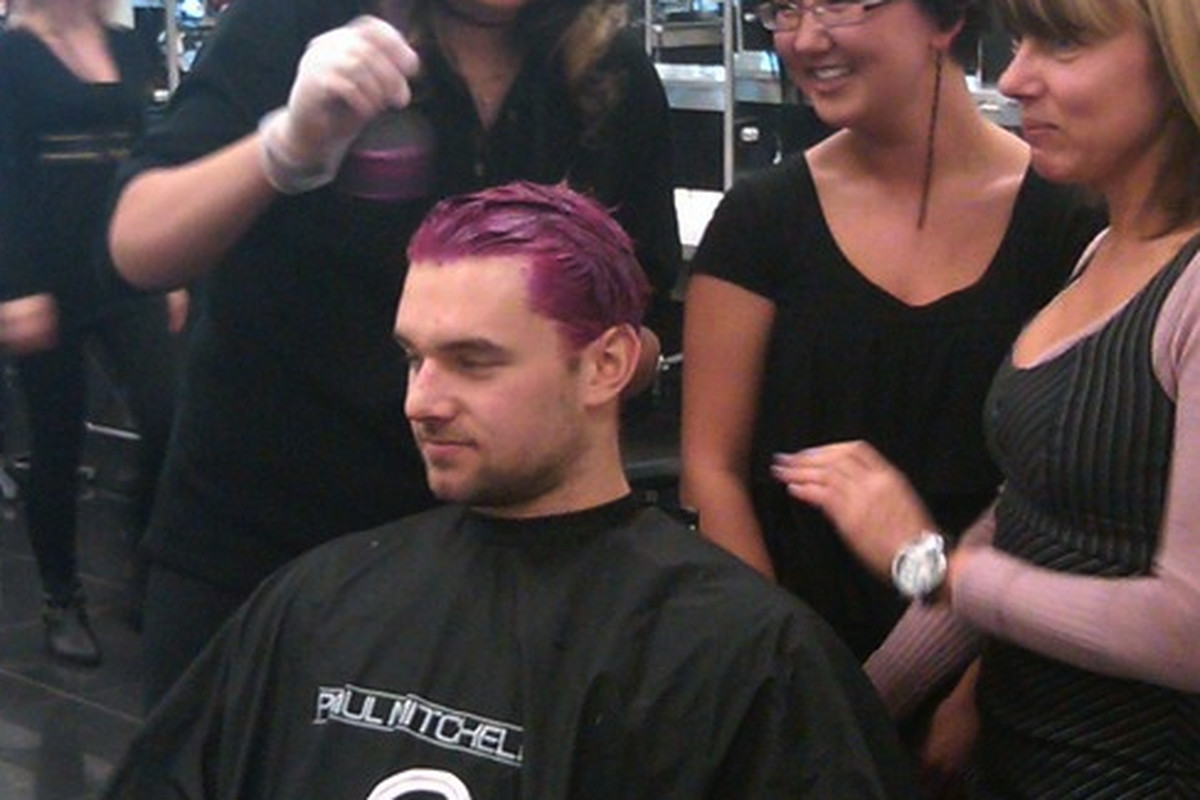 """<a href=""""http://twitpic.com/112qj4"""">Ex-King Patrick O'Sullivan gets his hair dyed pink then shaved as part of Hair Massacure cancer fundraiser. <em>Via Oilers Travels</em></a>"""