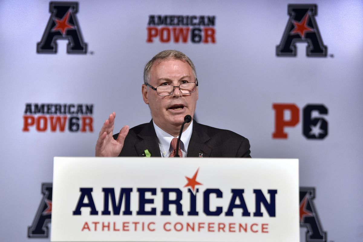 AAC Commissioner Mike Aresco calls out College Football Playoff committee for double-standard