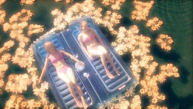 Kristen Bell and Amanda Seyfried in Veronica Mars