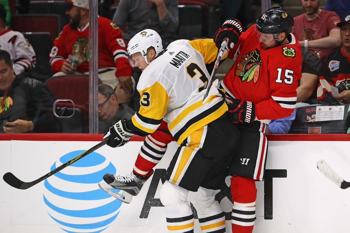 Blackhawks acquire Olli Maatta from Penguins for Dominik Kahun, pick