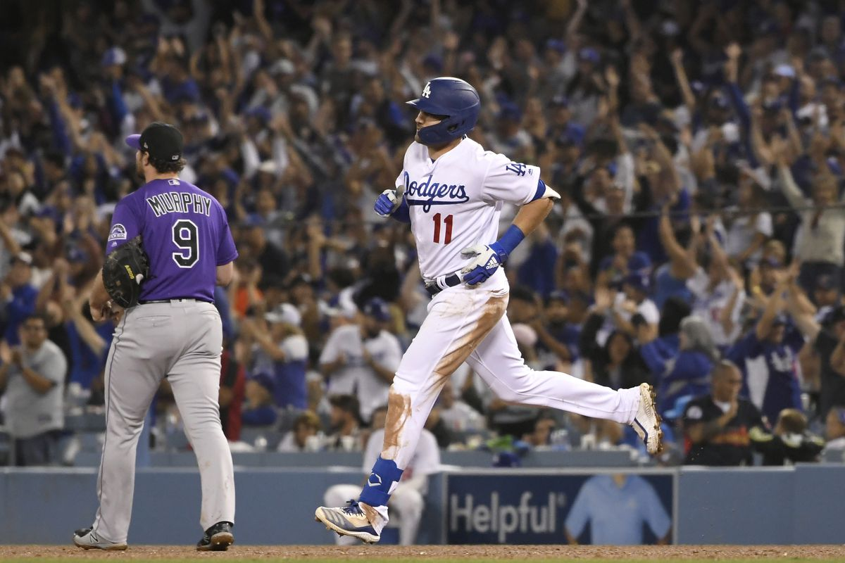Offense explodes for seven runs in fourth, Dodgers win
