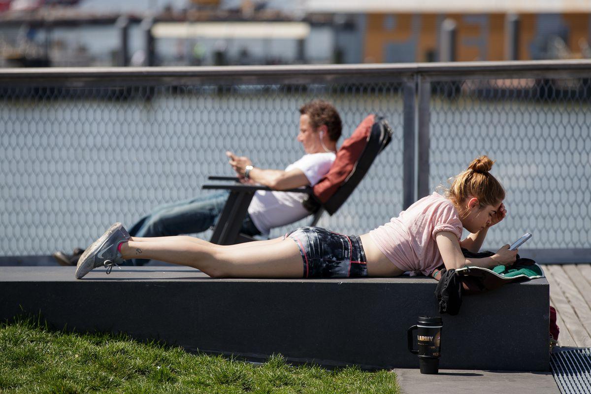 Summer Weather Visits Springtime New York City
