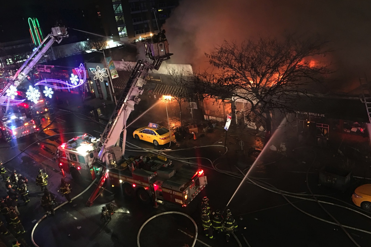 12 People Injured And 3 Restaurants Destroyed In Queens