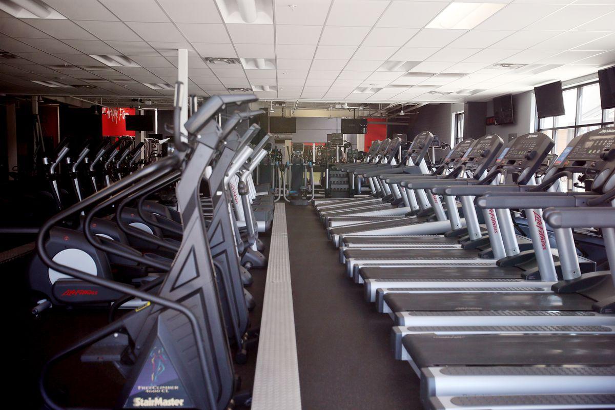 L'équipement n'est pas utilisé au VASA Fitness à Salt Lake City en raison de l'épidémie de COVID-19 le vendredi 10 avril 2020.