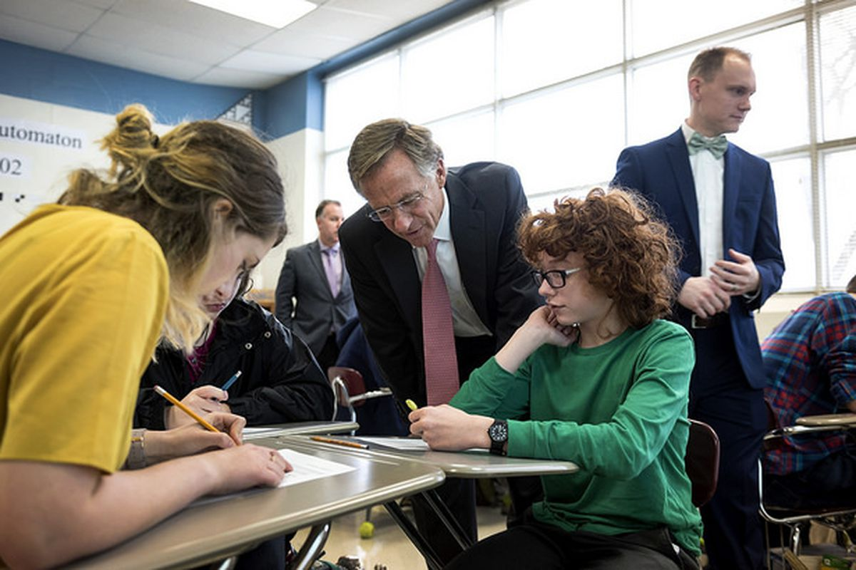 Outgoing Gov. Bill Haslam visits with Rutherford County students at Central Magnet  School in Murfreesboro in 2017. Haslam, a Republican, has stood by TNReady and the state's policies to hold students, teachers, schools, and districts accountable for their test results.