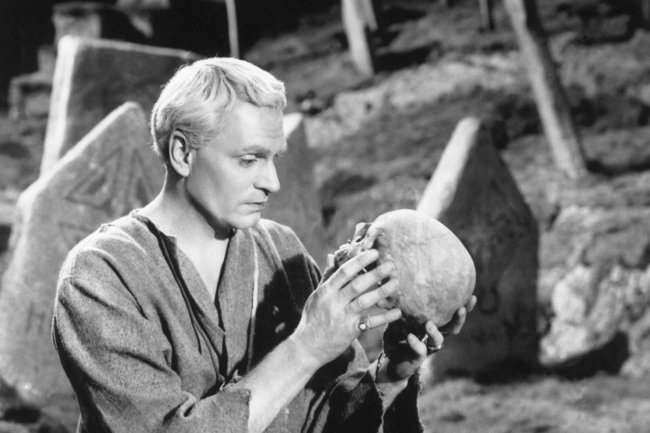 Lawrence Olivier Playing Hamlet
