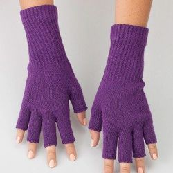 """<a href=""""http://store.americanapparel.net/product/?productId=rsaglfdl"""">Unisex acrylic fingerless gloves</a>"""