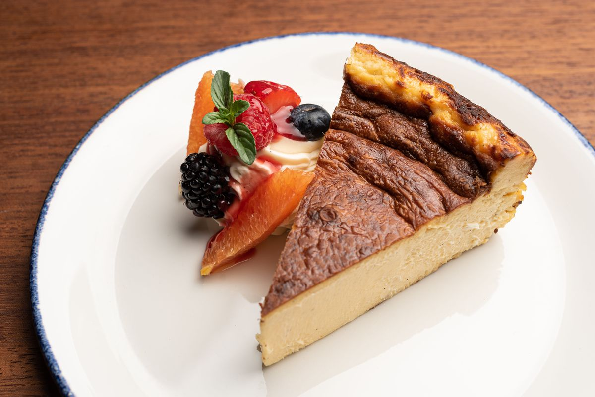 Basque cheesecake with fresh fruit.