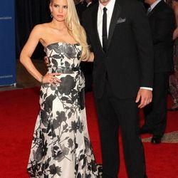 Eric Johnson and Jessica Simpson in Carolina Herrera