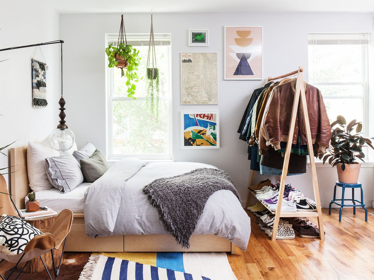 """A stylish <a class=""""ql-link"""" href=""""https://philly.curbed.com/2016/10/31/13476786/fishtown-home-tour-small-space-natto-balladares"""" target=""""_blank"""">600-square-foot studio</a> in Philadelphia."""