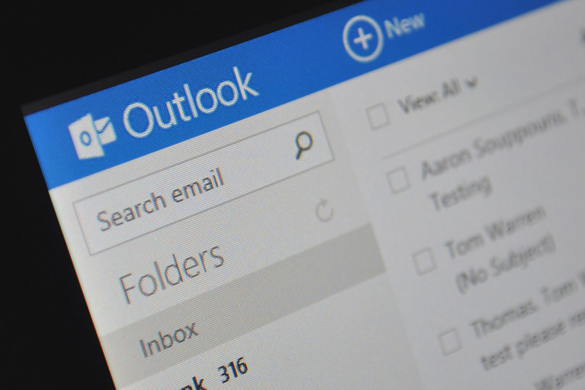 Microsoft kills off Google and Facebook chat for Outlook com