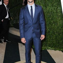 Sorry, but Taylor Lautner was just too pretty to exclude. Digging the navy Paul Smith suit.