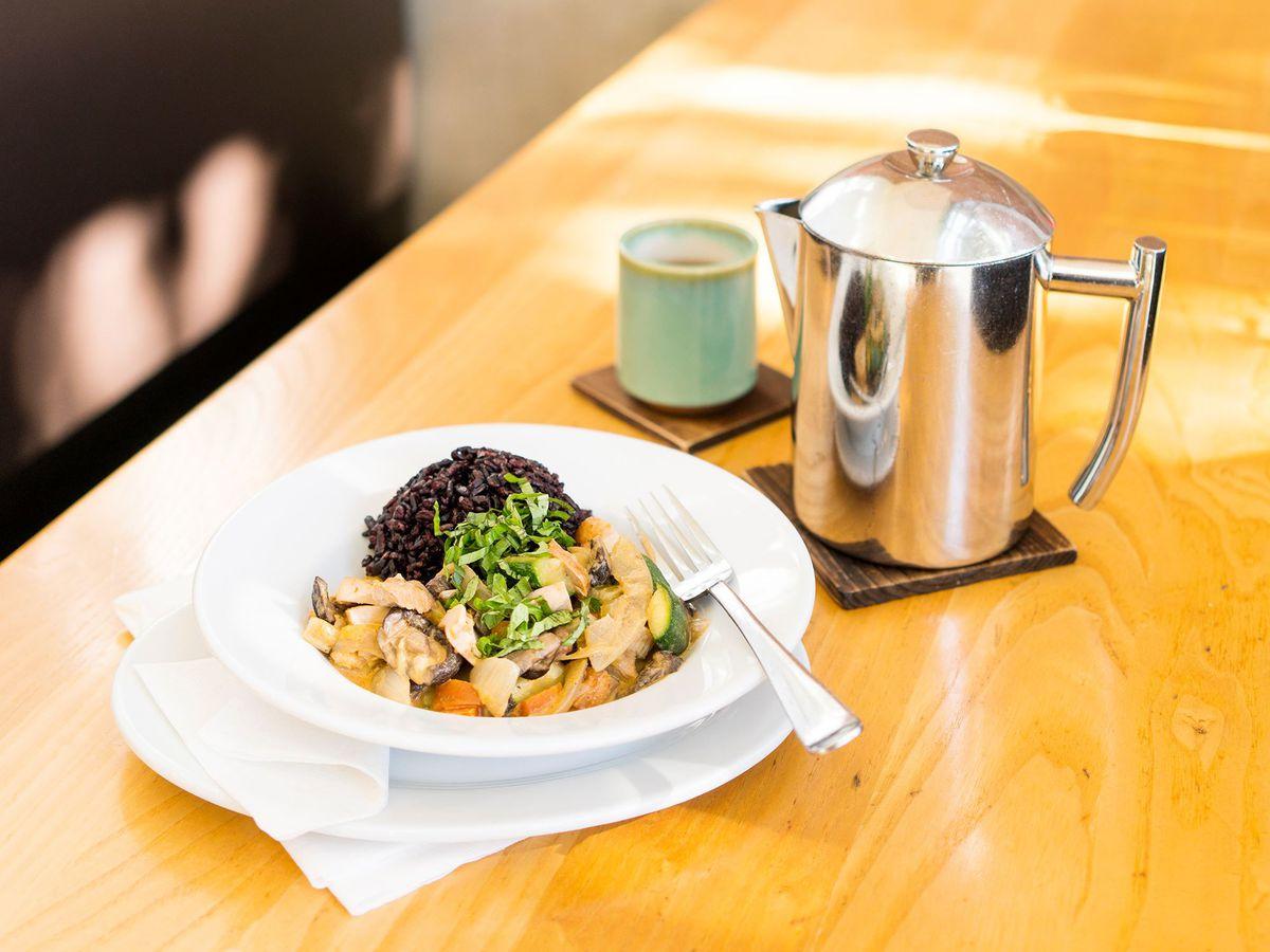 The Bangkok bowl and tea at the Steeping Room