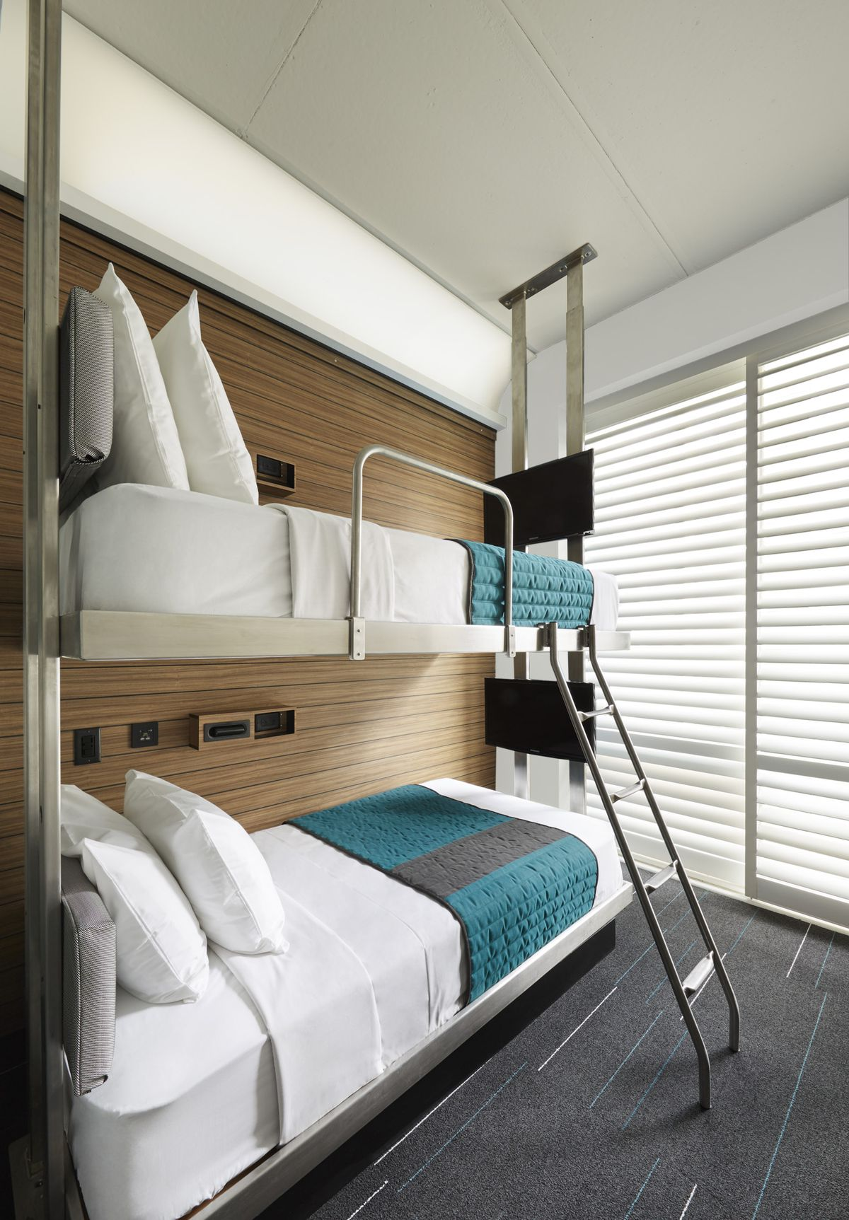 Twin Bed Hotel Room: Pod Hotels's New Times Square Flagship Comes With 45