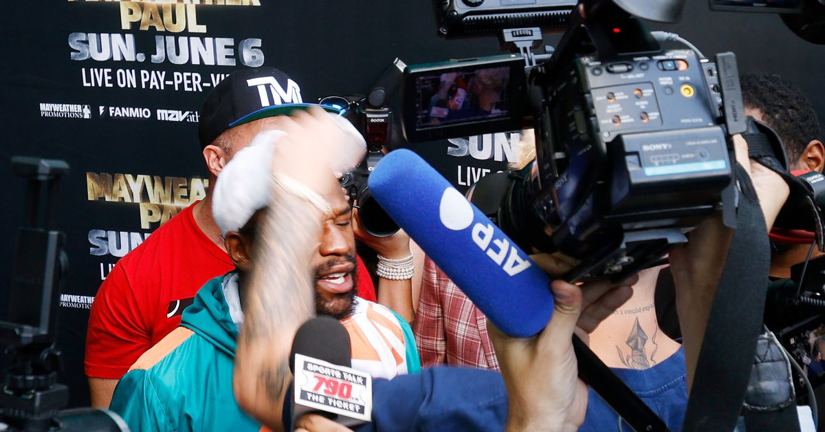 Video: Jake Paul steals Floyd Mayweather's hat, bedlam breaks out at presser for Logan Paul exhibition