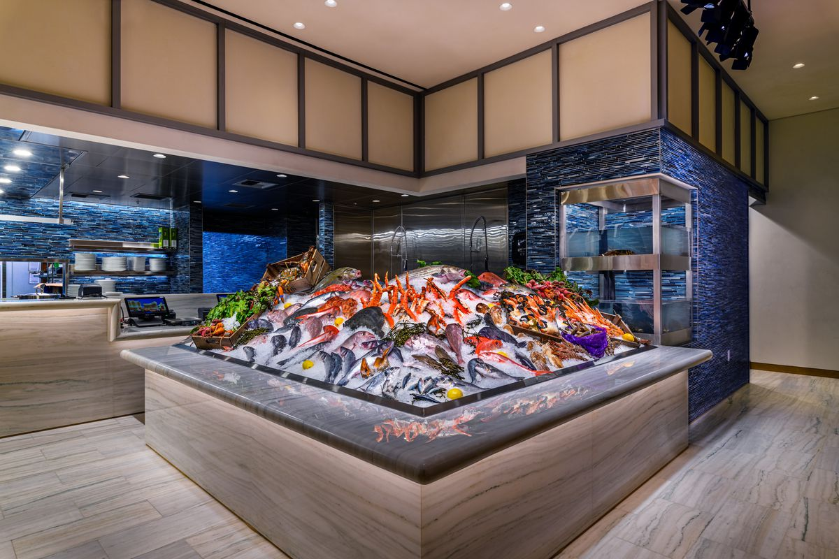 A square space with ice and fresh fish and seafood
