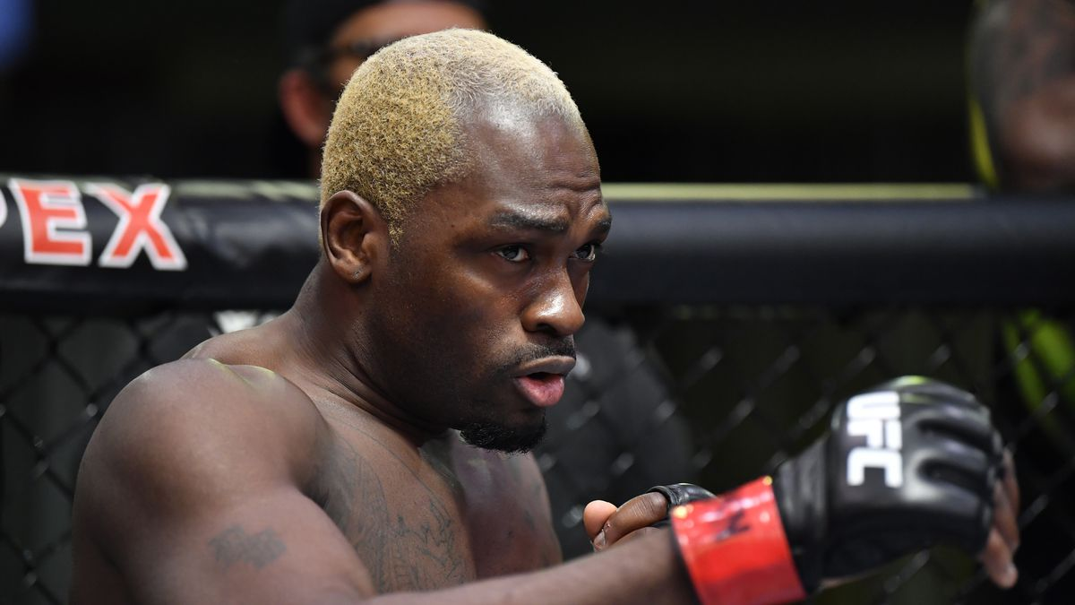 Derek Brunson prepares to fight Kevin Holland in their middleweight fight during the UFC Fight Night event at UFC APEX on March 20, 2021 in Las Vegas, Nevada.