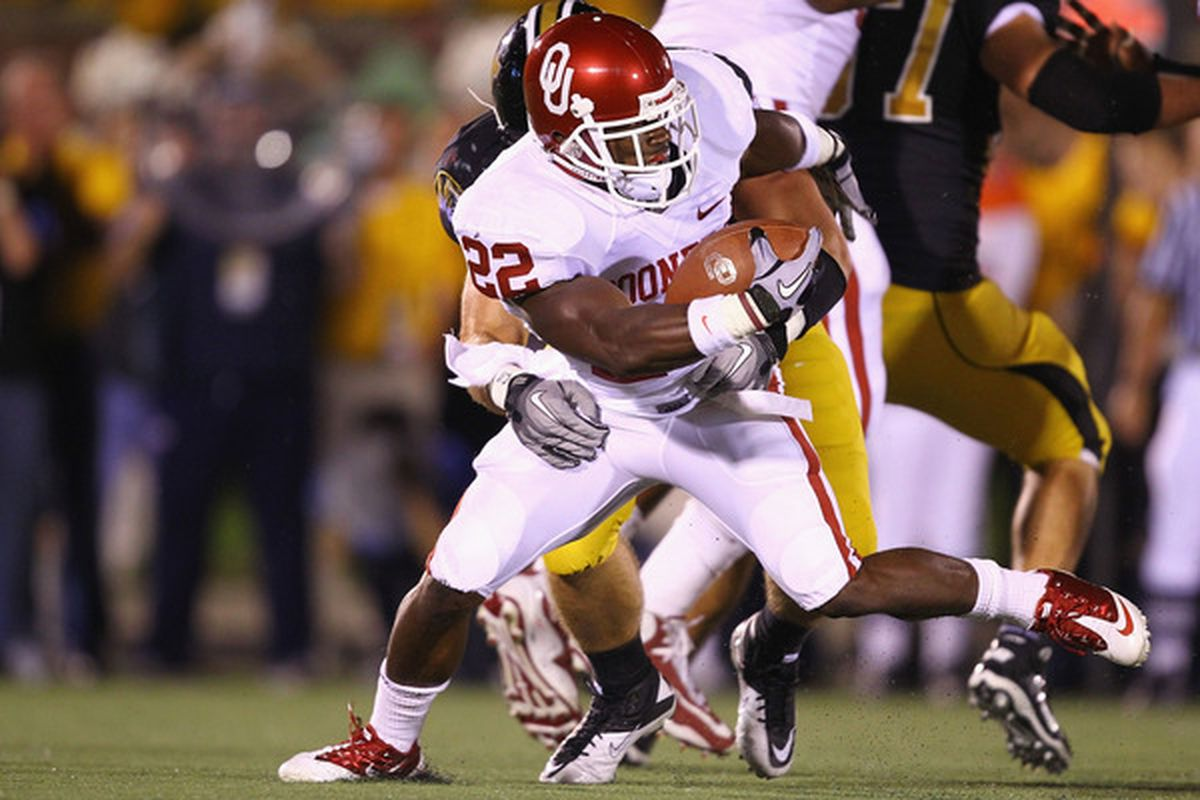 COLUMBIA MISSOURI - OCTOBER 23: Roy Finch #22 of the Oklahoma Sooners rushes against the Missouri Tigers at Faurot Field/Memorial Stadium on October 23 2010 in Columbia Missouri.  (Photo by Dilip Vishwanat/Getty Images)