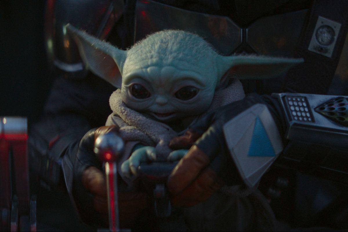 Star Wars The Mandalorian First Look Baby Yoda Darksaber Mando Deseret News