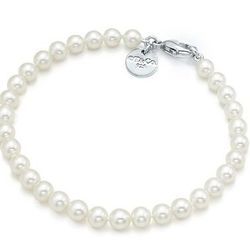 "Tiffany & Co. <a href=""http://www.tiffany.com/shopping/Item.aspx?fromGrid=1&sku=22228854&mcat=&cid=&search_params=s+2-p+1-c+-r+101323352-x+-n+6-ri+-ni+0-t+&search=1"">Pearl Bracelet</a>, $275"