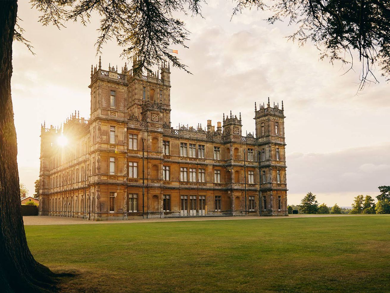 The ?Downton Abbey? castle is opening up to superfans for a one-night stay