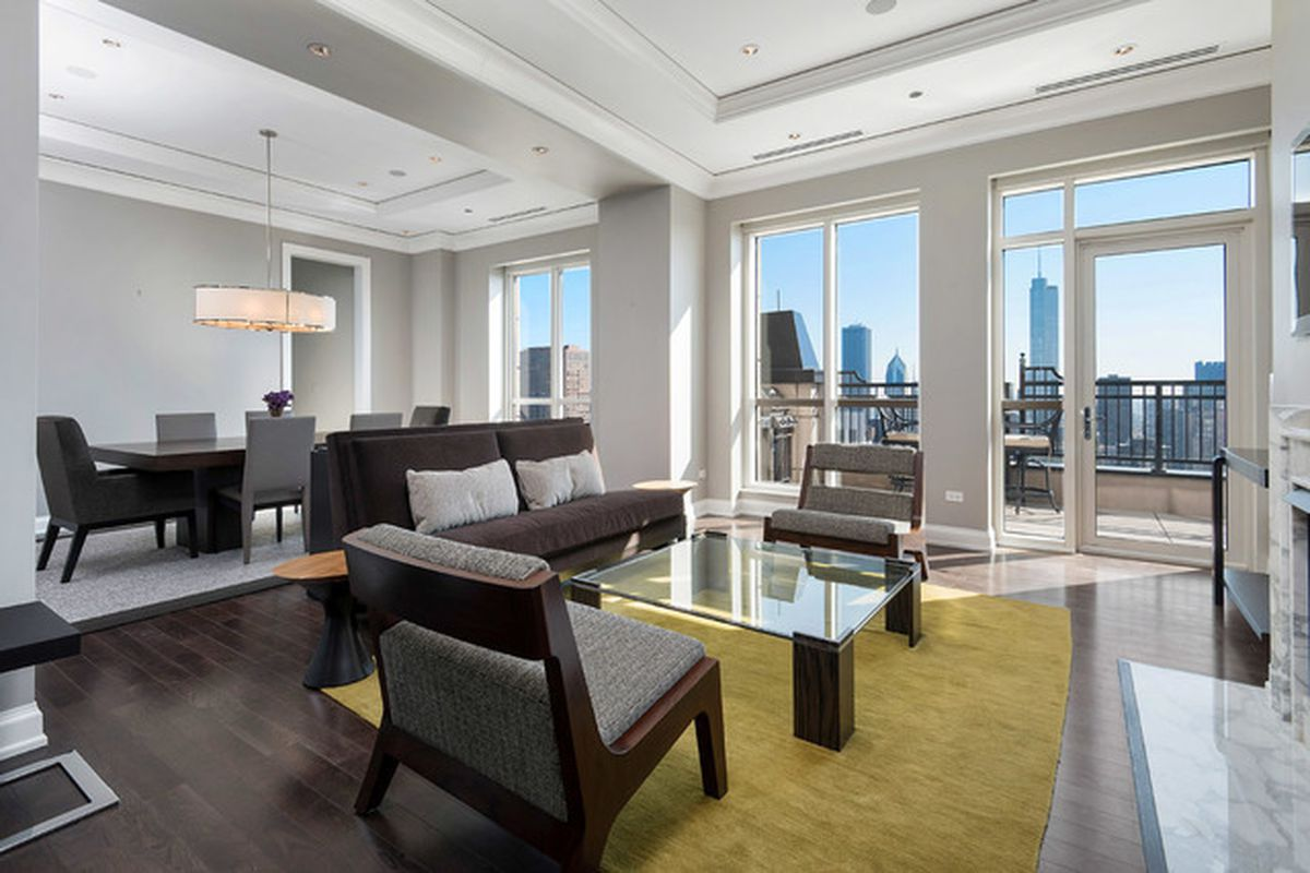 Full Floor Penthouse In Chicagos Waldorf Astoria Takes 15m Price