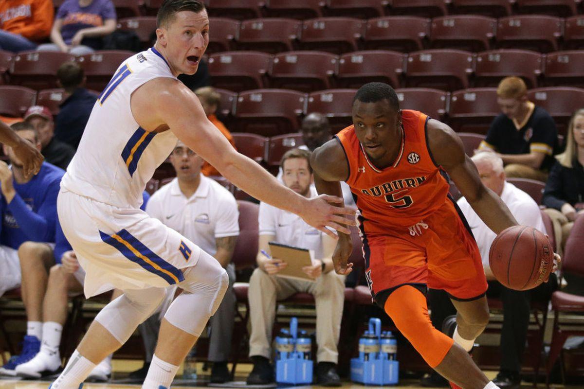 NCAA Men's Basketball: Charleston Classic, Day 3