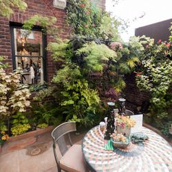 """The garden courtyard was designed by Davis Dalbok of <a href=""""http://www.livinggreen.com/"""">Living Green Design</a>. Iconic Michael Taylor garden chairs spotted. [Photo by <a href=""""http://www.patriciachangphotography.com/"""">Patricia Chang</a>]"""