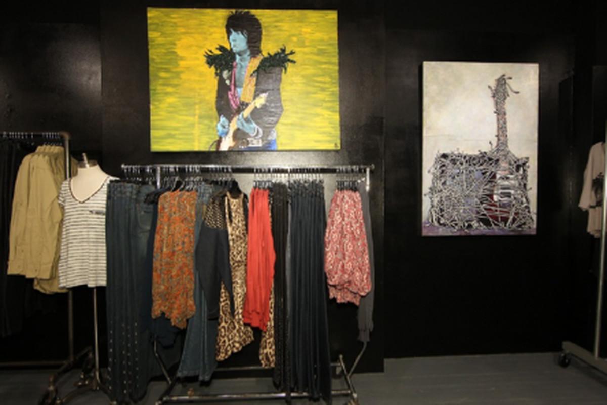 "Image via <a href=""http://www.wwd.com/markets-news/ready-to-wear-sportswear/hilfigers-pop-up-shop-blends-fashion-and-music-5292924"">WWD</a>"