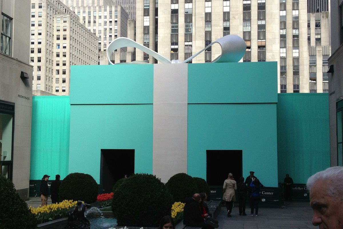 Hey, There's a Giant Tiffany & Co. Blue Box in Rockefeller ...